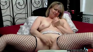 mature cougar takes numerous splattering ejaculation