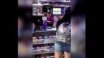 peruana culona comprando en el tambo