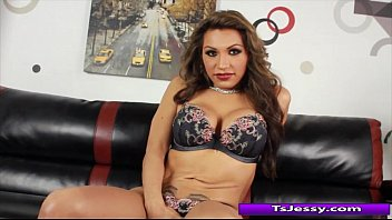 she-masculine jessy dubai jacking off and thumbs her.