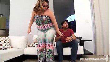 meaty bootie wifey jiggles her butt.