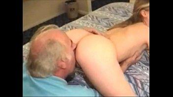 nieta-sexo con su abuelo