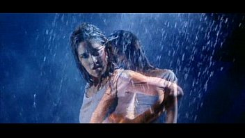 katrina kaif moist in rain