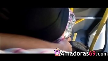 sentindo a bundinha grope in bus caressing - wwwamadoras69com