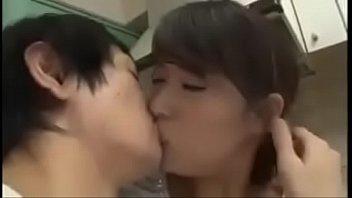 asiatisch japanische mutter  wird heimlich von jungen.