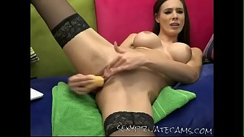 aliciagrey mind-blowing stunner dildoing her cooch.