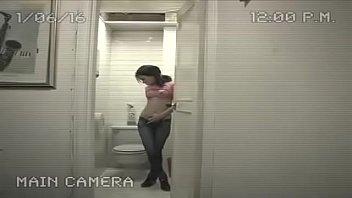 camara de seguridad graba una mujer.