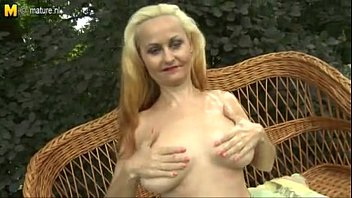 Amateur Mom Exposes Body - Hotmilf.co.nr