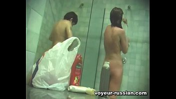 spycam-russian showerroom 100605