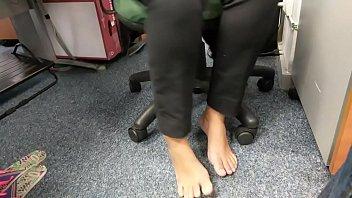 candid feet unbelievable bootlessly in work part 1- wwwprettyfeetvideocom