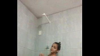 novinha de itabuna-ba tomando banho pelada