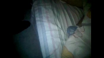 su gran cola mientras duerme