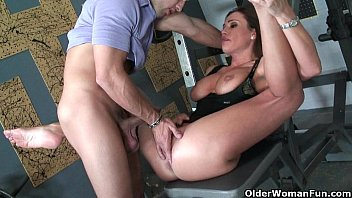 sport cougar sky taylor opens her facehole for spunk