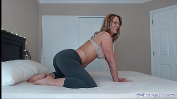cougar camgirl in yoga pants