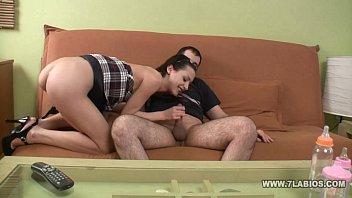 dos jovencitas con un macho