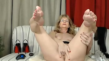 messy chatting grannie finger-kittling elderly gash