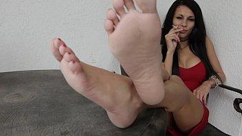 smoking molten feet with queen grace