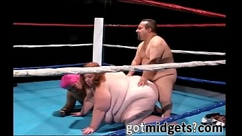 scanty midget guy boinks 2 extra plus-size on ring