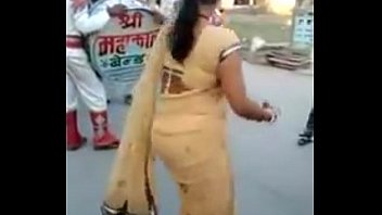 indian-aunty-in-dance-look