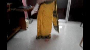 desi tamil married aunty unveiling stomach button in.