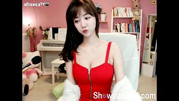 supah lovely korean teenager gal dance on cam.