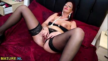 mature stunner cougar solo onanism nail.