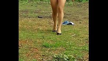 mi esposa desnuda caminando en la.
