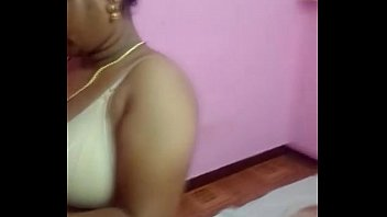 chennai desi bhabhi aunty liquidating her boulder-possessor and sundress