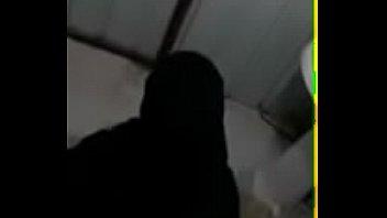 immense culo hijab arab restroom