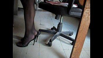 empleada camara oculta pies