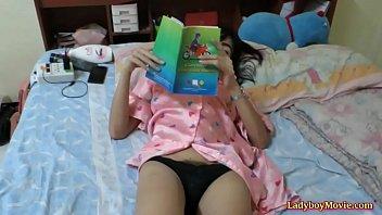 thai transgirl am wanks her trunk.