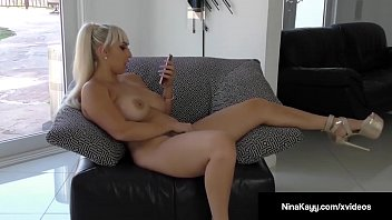 nymphomaniac nina kayy faux-cock pokes gash while sexting.