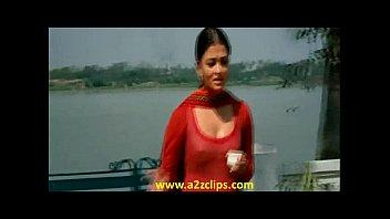 aishwarya rai puffies from raavan 2010