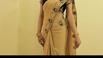 supah-hot lady saree dressed in and displaying her.