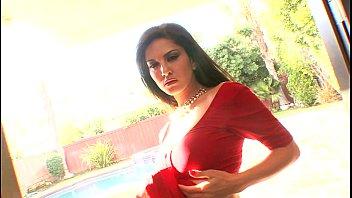 sunny leone unclothe indian saree