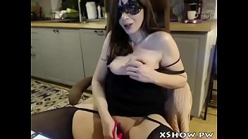 cougar beautiful mommy fapping on web.