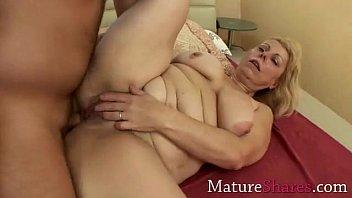round mommy gets her cherry butt.