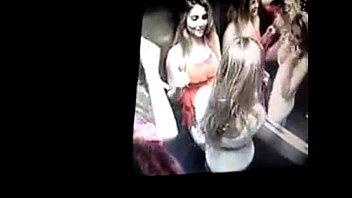 amigas leacute_sbicas no elevador se beijando e querendo.