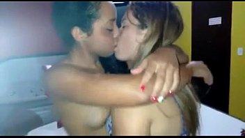 esposa beijando amiga no motel