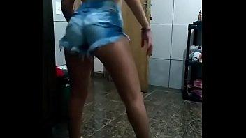 ninfeta gostosa danccedil_ando funk de shortinho e calcinha enfiada